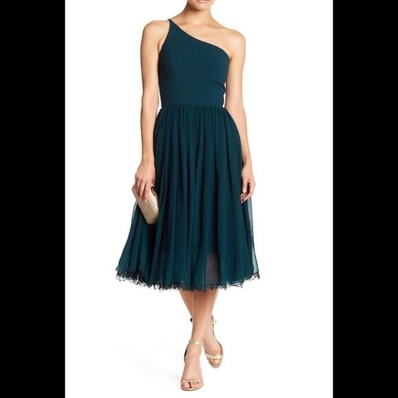 Dress the Population Dresses & Skirts - Dress the population eliza one shoulder dress